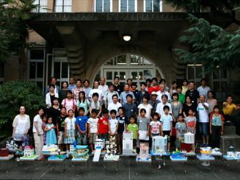 子どもたちが作る水の上の家
